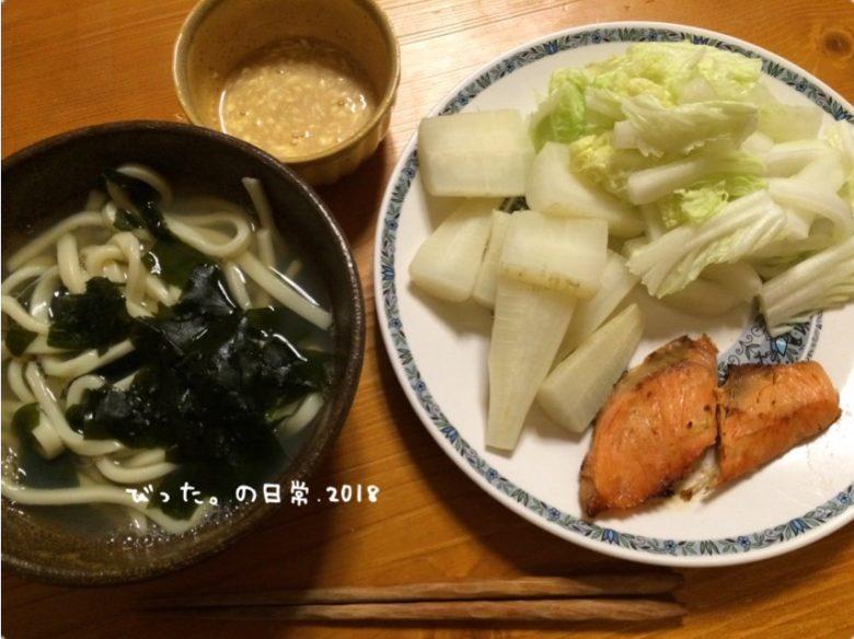 牡蠣出汁うどんと蒸し野菜の夕食